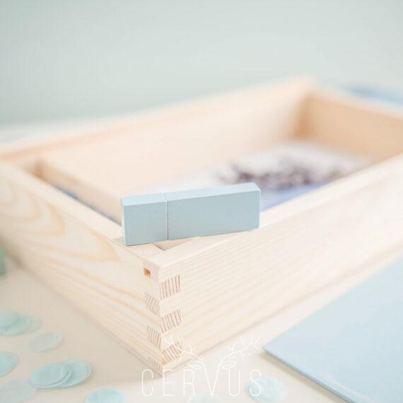 Pendrive drewniany błękitny