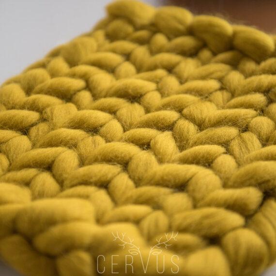 kocyk czesankowy żółty do sesji noworodkowej