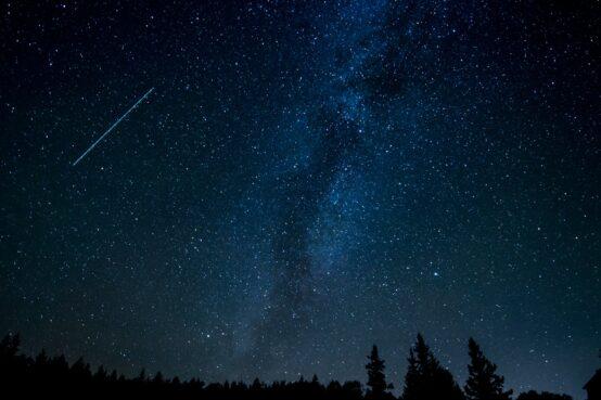 noc spadających gwiazd - jak fotografować perseidy - cervus-shop.pl